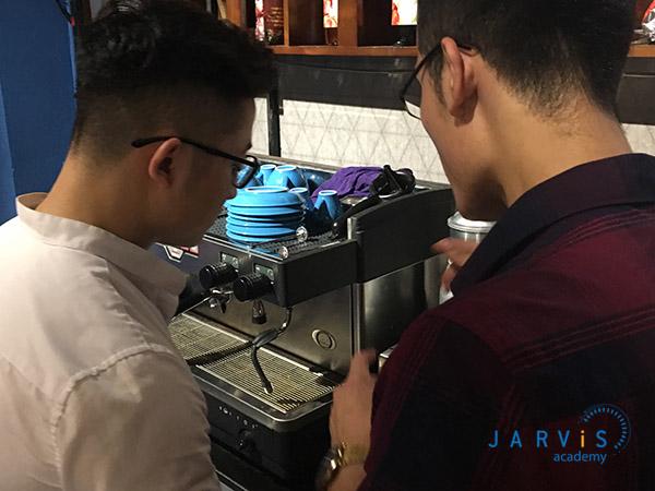 Khóa học pha chế cà phê máy chuyên nghiệp tại Jarvis