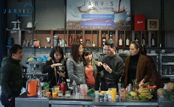 Giảng viên tại Jarvis luôn tận tình hướng dẫn học viên trong từng khâu thực hành