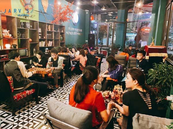 Lựa chọn địa điểm phù hợp với khách hàng mục tiêu giúp quán có cả khách quen lẫn khách vãng lai