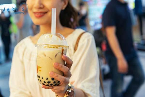 Trải nghiệm khách hàng tốt giúp quán trà sữa vỉa hè có chỗ đứng trong tâm trí người dùng