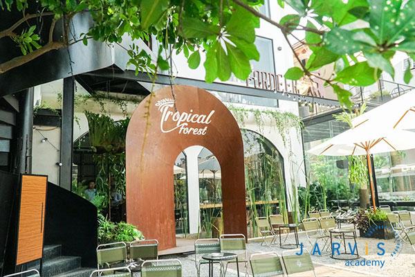 Không gian xanh ngát từ ngoài của Fordeer Coffee.