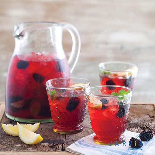Bạn nên nghiền nát đá để độ lạnh đồng đều hoặc để trà trong ngăn mát tủ lạnh trước khi thưởng thức